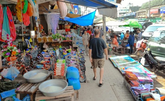 Visit the local markets in Bangkok
