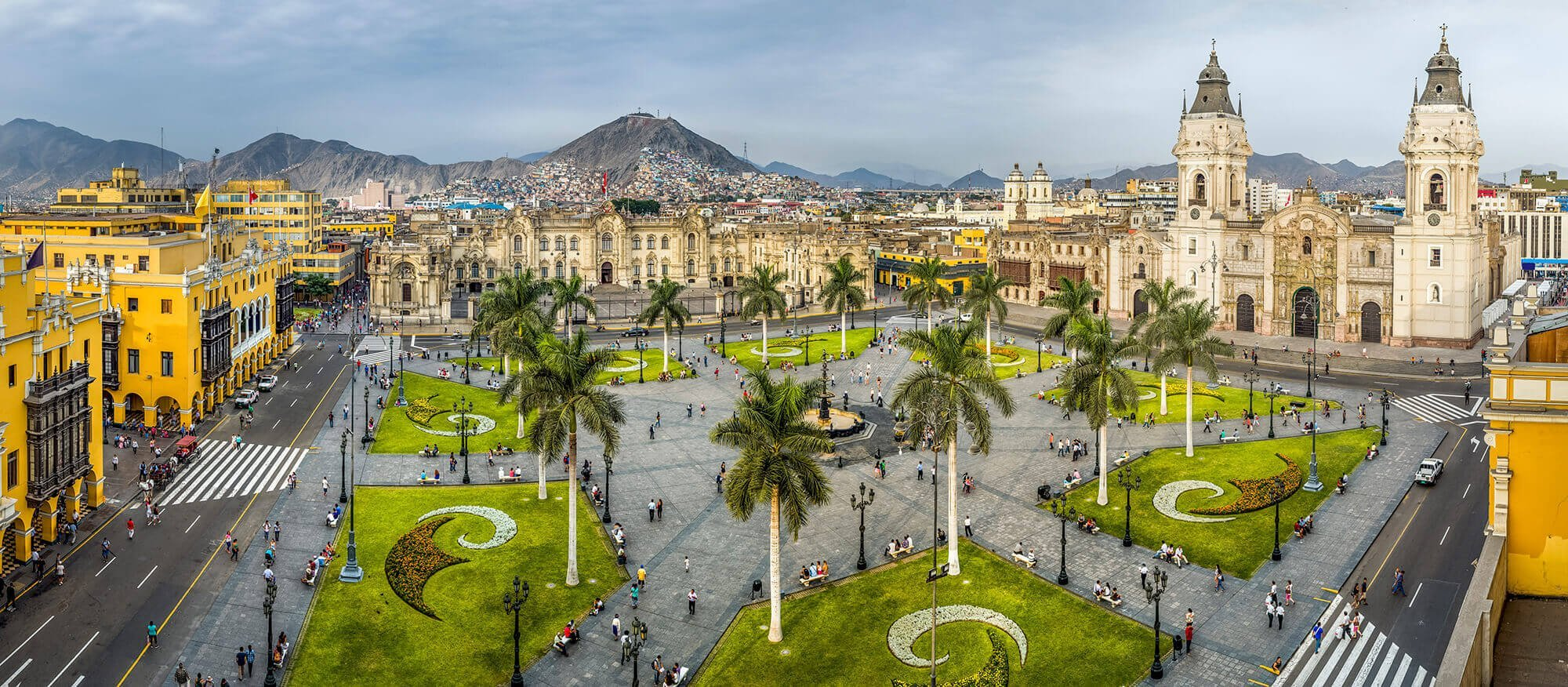 Plaza Mayor in Lima with its impressive buildings